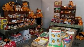 400+ pcs. collection of Garfield The Cat.