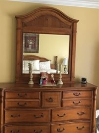 Very nice Dresser with Mirror good furniture