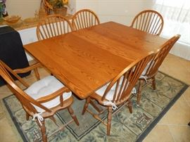 solid oak dining table w/ 6 chairs