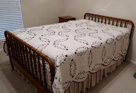 Vintage Spindle Bed (Full) - Part of 4 Piece Set