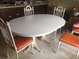 RETRO kitchen table (has 2 leaves); 4 chairs