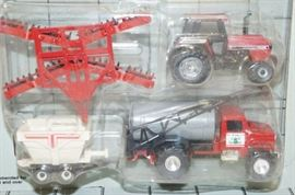 ERTL Farm Toy Fertilizer Set , 1/64 scale , Case T ...
