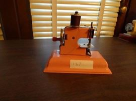 Mini vintage kay-ee sew master sewing machine.
