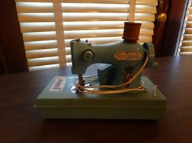 Mini vintage Holly hobbie sewing machine.