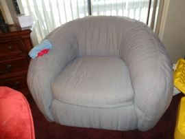 love this club chair w/ottoman