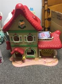 Vintage Strawberry Shortcake large house!! Awesome condition!