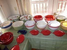 Nesting bowl sets