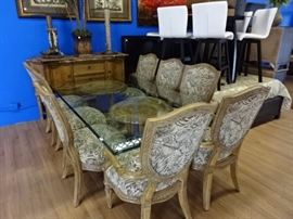 Beautiful Dining Table w/8 Chairs