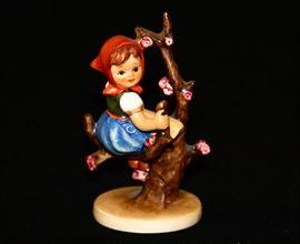 HUMMEL GOEBEL FIGURINE #141 3/0 APPLE TREE GIRL