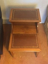 Set of 3 Tables  http://www.ctonlineauctions.com/detail.asp?id=654864
