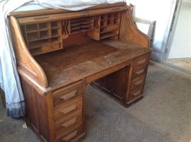 Rand & Leopold antique desk. Needs to reconditioned. $250