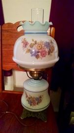 Lots of great antique lamps like this one !