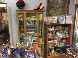 Curio Cabinet, Bookshelf, Vintage Games, Collectibles, Antiques, Collectibles, Artwork