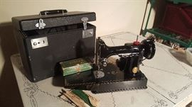 Excellent condition! Singer Featherweight Sewing Machine with case and attachments Model 3-120 Serial #AL-412645