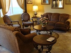 Beautiful contemporary living room furniture in excellent condition