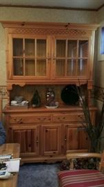 BROYHILL COUNTRY PINE CHINA HUTCH