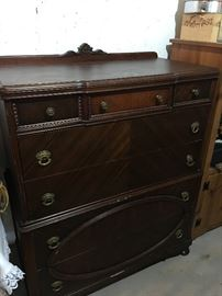1940s CHEST-OF-DRAWERS