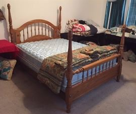Full/Queen Convertible 4-poster Oak Bed