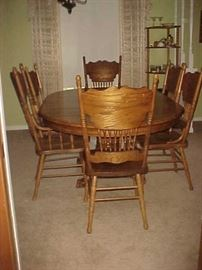 Dining Table w/1 Leaf, 2 Arm Chairs & 4 Side Chairs
