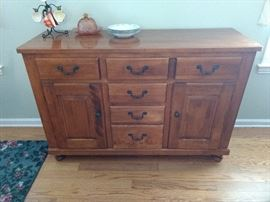 Beautiful buffet in excellent condition!!