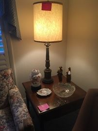 Walnut end table with drawer, vintage lamp