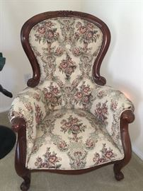 BEAUTIFUL VICTORIAN STYLE CHAIR
