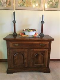 Vintage 1970's Colonial Revival server with a folding outward top for creating more serving space.