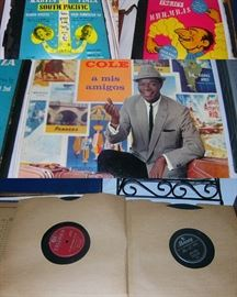 Vintage 78 single and albums, 2 albums of 33 1/3
