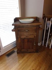 Pine wash stand with dowel rod