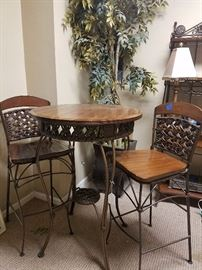 Great bistro table and chairs.  It has a matching backers rack.