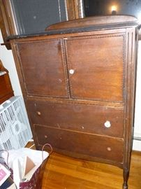 Vintage Chest w/cabinet & drawers