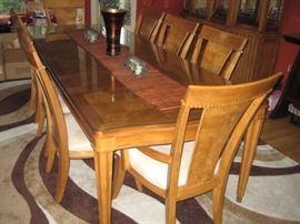 BEAUTIFUL UNIVERSAL DINING ROOM