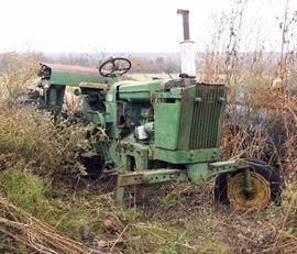 John Deere 2010 Row Crop Tractor, Serial Number 49220, 2363.5 Hours