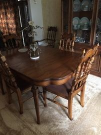 Sherrill dining room table & chairs