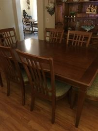 Thomasville dining room table with 6 padded cushioned chairs and 2 leaves and pads for the top,   approx 30 inch ht,  44 inch wide and 66 inch long