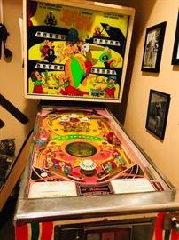 Williams Fantastic Pinball machine- 1972 in great working order.
