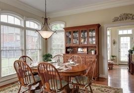Beautiful pedestal base dining room table, Windsor style chairs (2 arm and 6 side)