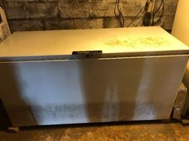 Older 25cf Frigidaire Chest Freezer Runs Great