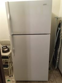 magic chef  refrigerator / freezer