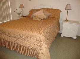 Queen size bedroom set with Headboard,