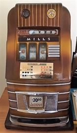 1930s Mills slot machine (works)