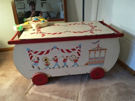 The nicest vintage  toy box I have come across in a long time (toys inside included!)