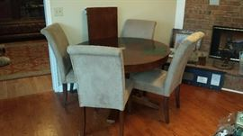 Round Dining Table with 4 Chairs and Leaf