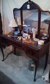 Dresser with Queen Anne legs
