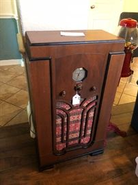 Antique radio, works!!