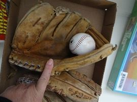 2 Old baseball mits & 2 balls.