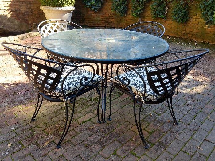 Nice Woodard wrought iron patio table and four armchairs.