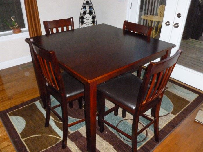 Pub-height table w/4 Chairs