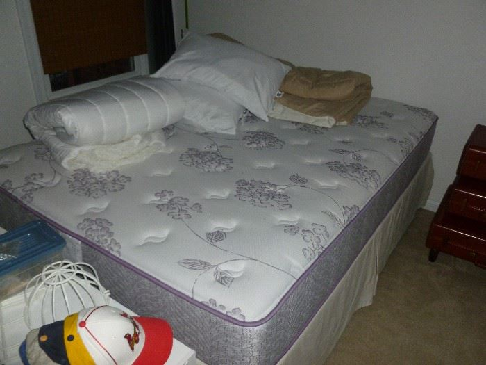 Like New Queen Mattress Set