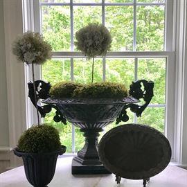 Urns and garden accessories